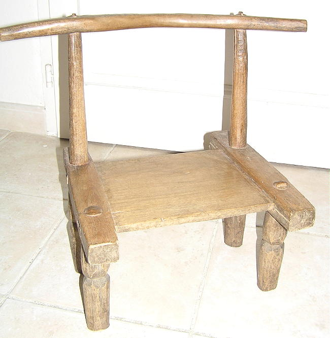 Objets ethnographiques africains porte tabouret poids for Chaise africaine